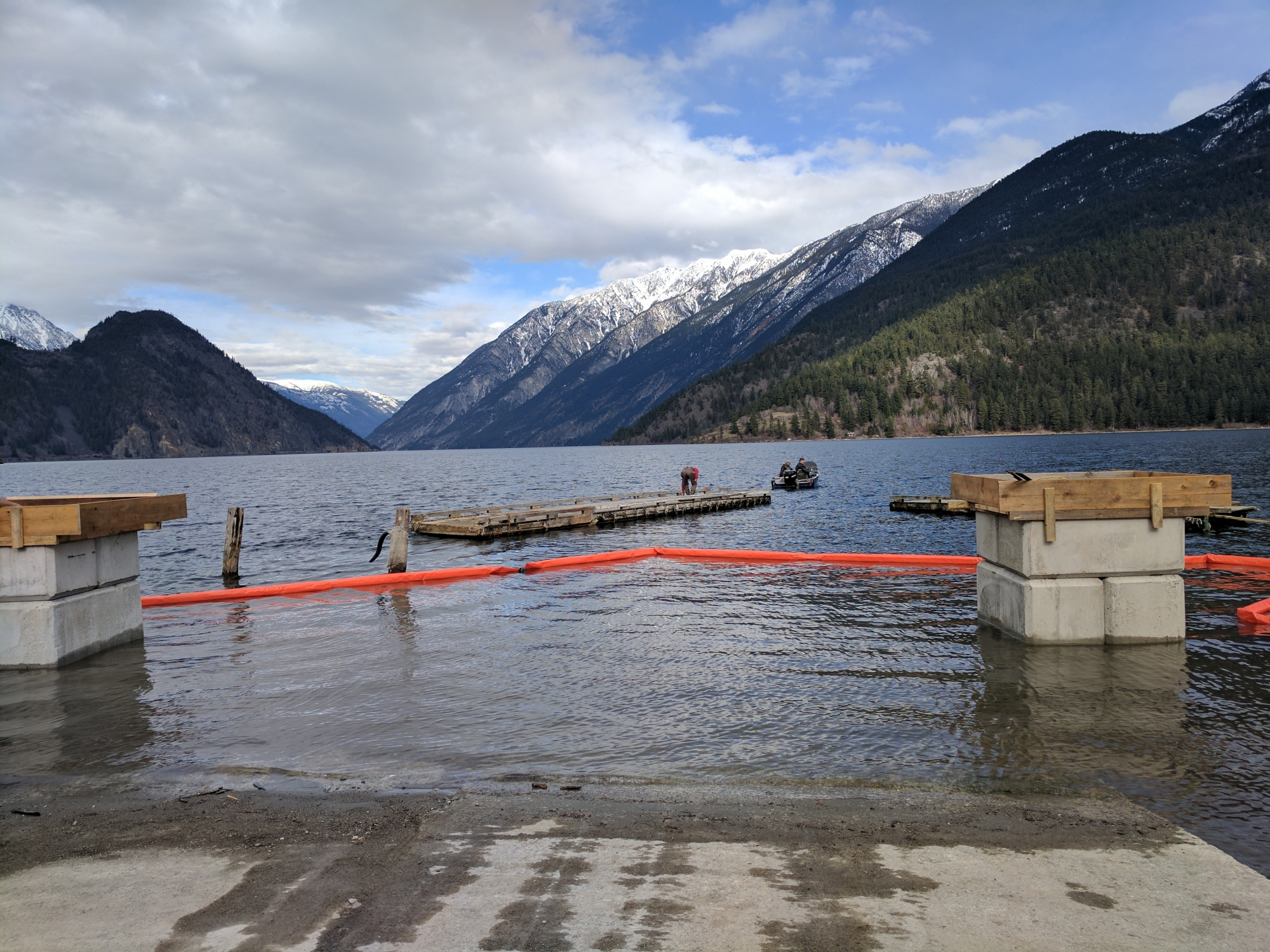 Anderson lake docks and boat launch squamish lillooet regional district for Squamish swimming pool schedule